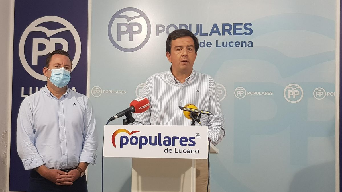 Los concejales populares de Lucena, durante su intervención.