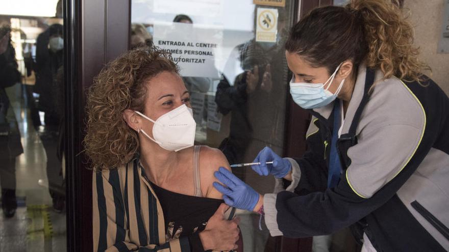 La campanya de vacunació contra la covid-19 es reprèn a la residència Atzavara de Sant Joan