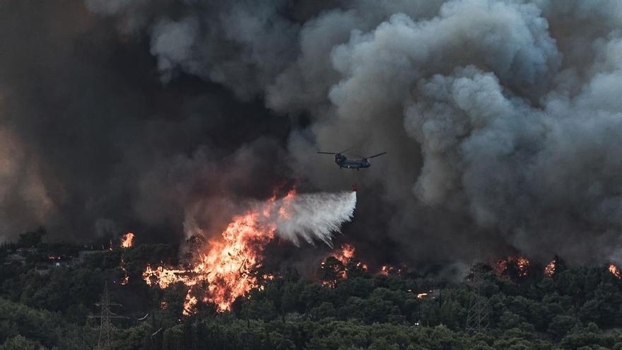 Atenas se suma a las catástrofes por el clima extremo