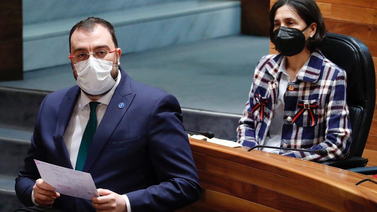 Adrián Barbón en el pleno de la Junta General del Principado