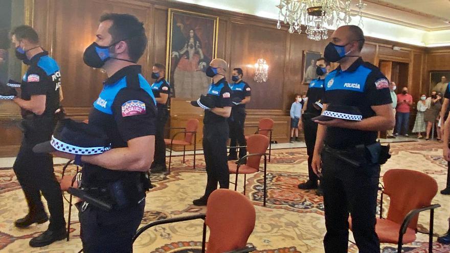"""La plantilla de la Policía Local rejuvenece: """"Sois la generación mejor formada"""""""