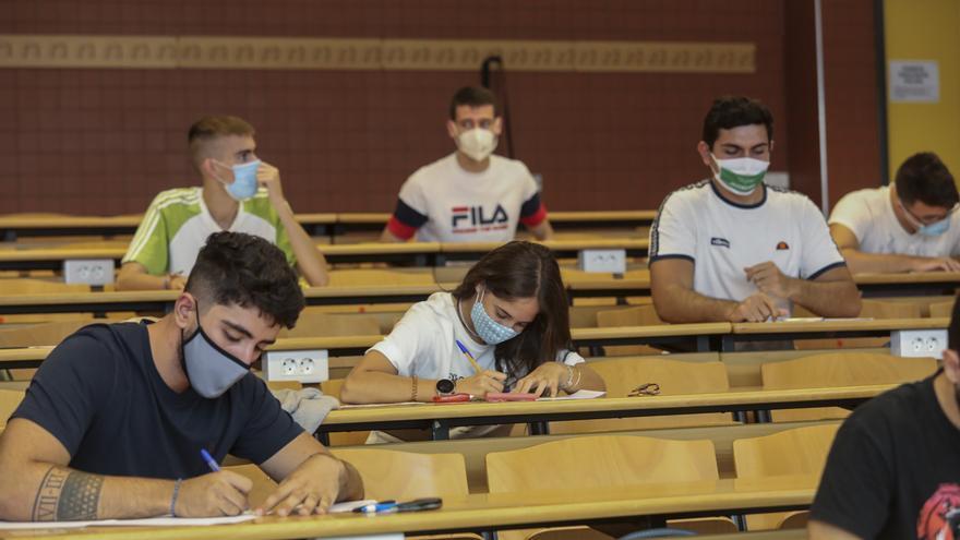 Los exámenes en la UMH y la UA finalizarán como hora límite a las 19 horas