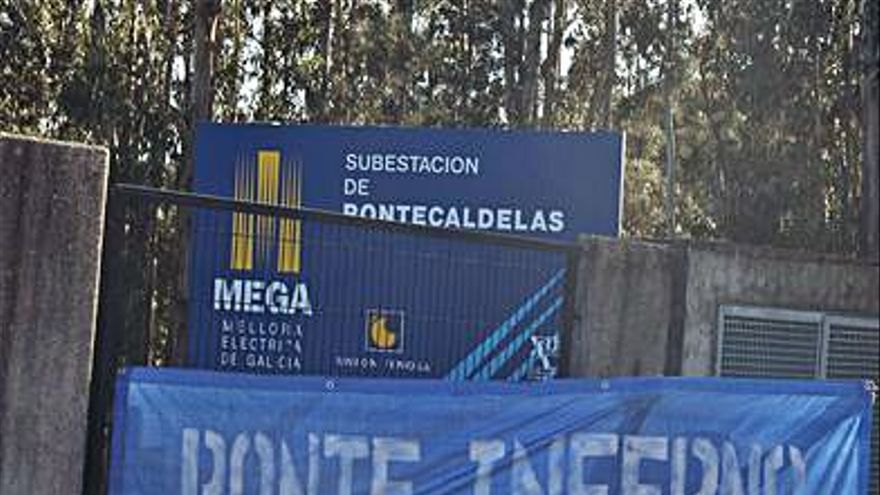 Pancartas exigen el cierre de la central de Ponte Inferno en el río Verdugo
