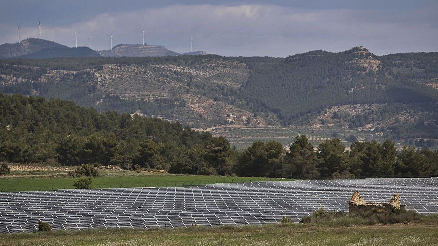El Consell deja de contratar ingenieros en plena avalancha de renovables