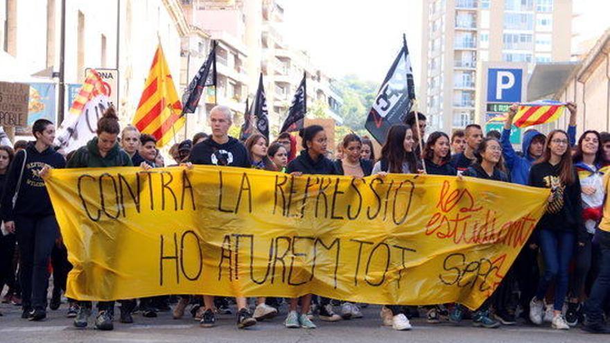 Més de 4.000 estudiants es manifesten en contra de la sentència de l'1-O a Girona