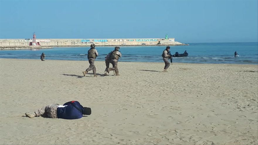 La Guardia Real anfibia 'toma' Benicarló por mar