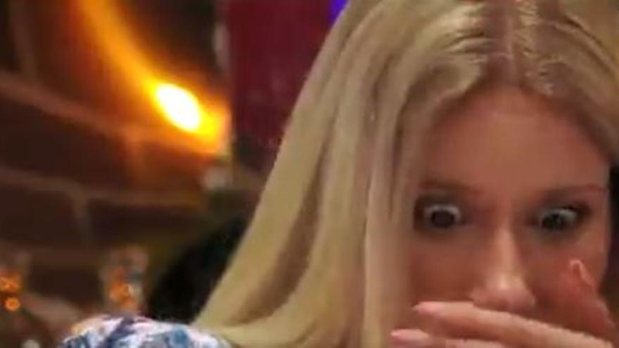 El sonoro eructo que se le escapó a una participante de First Dates en plena cena