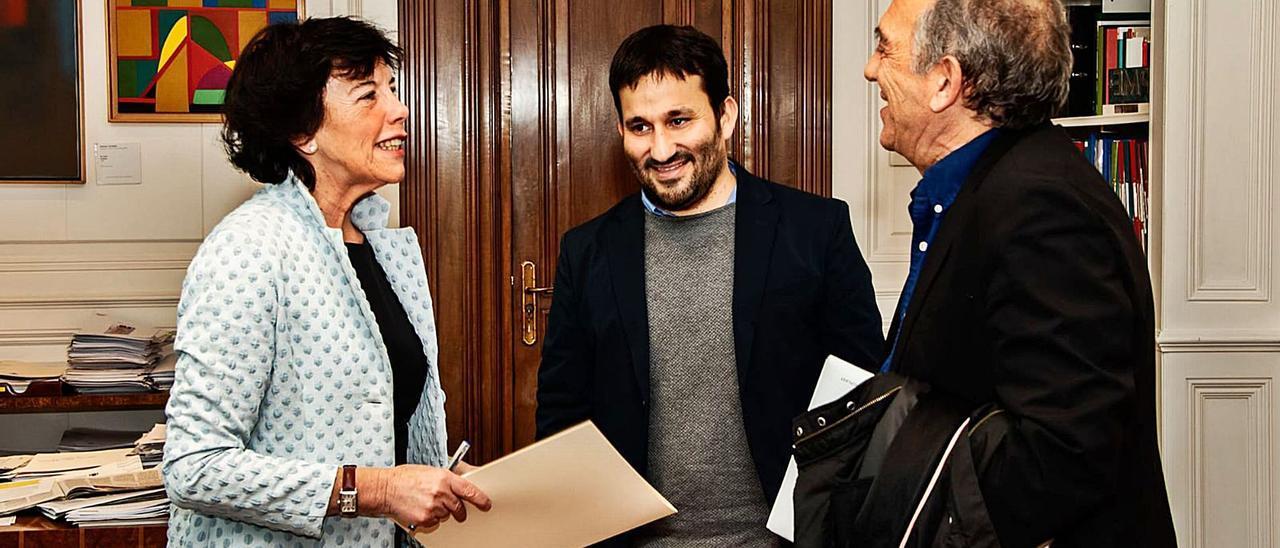 La ministra Isabel Celaá, el conseller Vicent Marzà y el secretario autonómico Miguel Soler, en una reunión previa a la pandemia.   LEVANTE-EMV