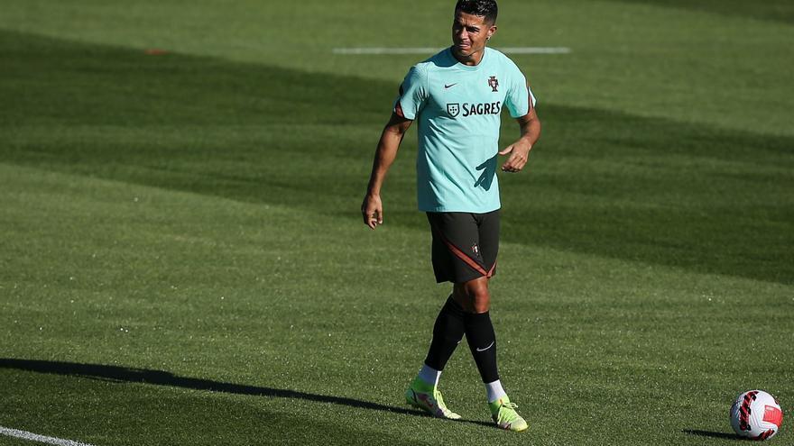 El Manchester United pagará 15 millones más una prima de 8 por Ronaldo