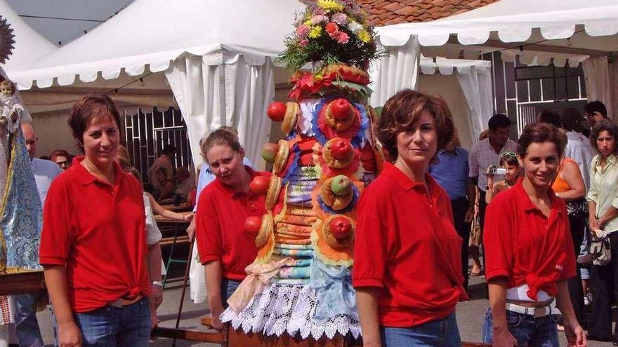 """Muñó, el único ramo que va """"vestido"""" a las fiestas en Asturias, cumple tres siglos"""