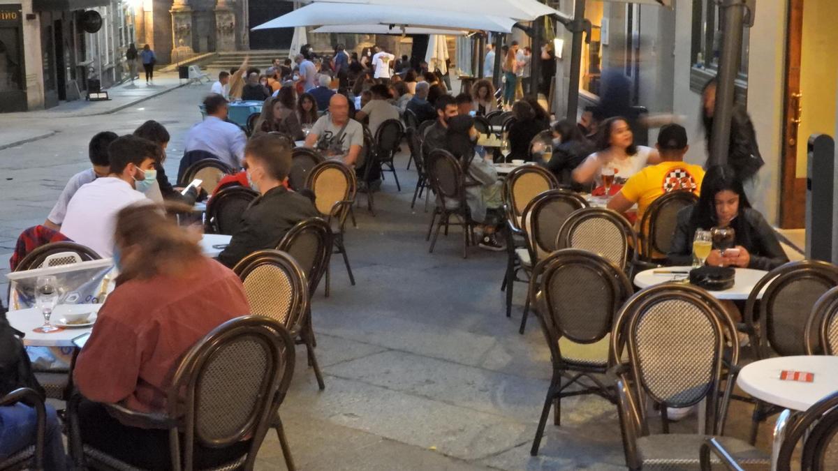 Comensales en una terraza en Ourense el pasado fin de semana.