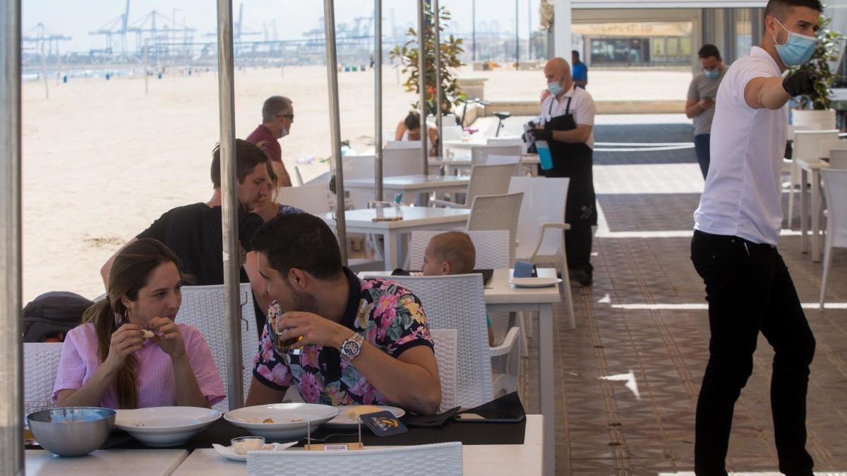 Hoteleros urgen a prorrogar los ERTE y rebajar la distancia social a un metro