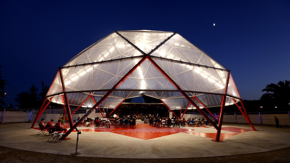 La noche y la cúpula completaron la escenografía de 'Los disparates de Goya'.