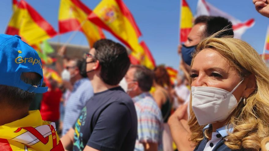 """Dirigentes regionales de PP, Cs y Vox se suman a la protesta de Colón: """"Venimos en representación de miles de asturianos que rechazan los indultos"""", dice Mallada"""