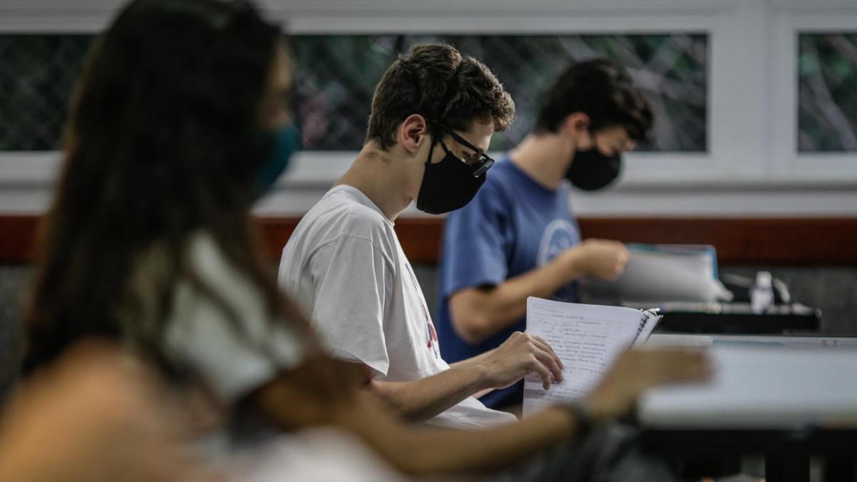 Estudiantes en un aula de Río de Janeiro (Brasil).