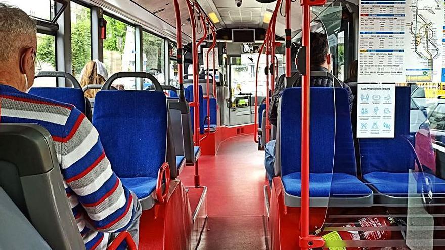 """Usuarios critican que se """"ralenticen"""" buses de la línea de Mera y que se bajase su """"calidad"""""""