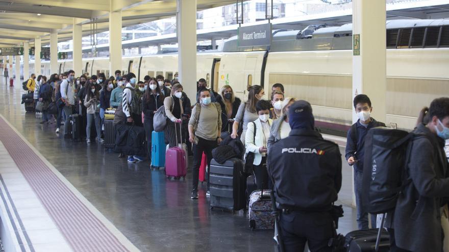Renfe refuerza con 7.000 plazas adicionales los trenes con Alicante para el puente del  Pilar