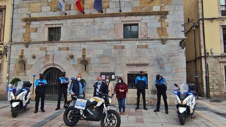 La Policía Local de Ribadesella estrena la primera moto eléctrica de la comarca