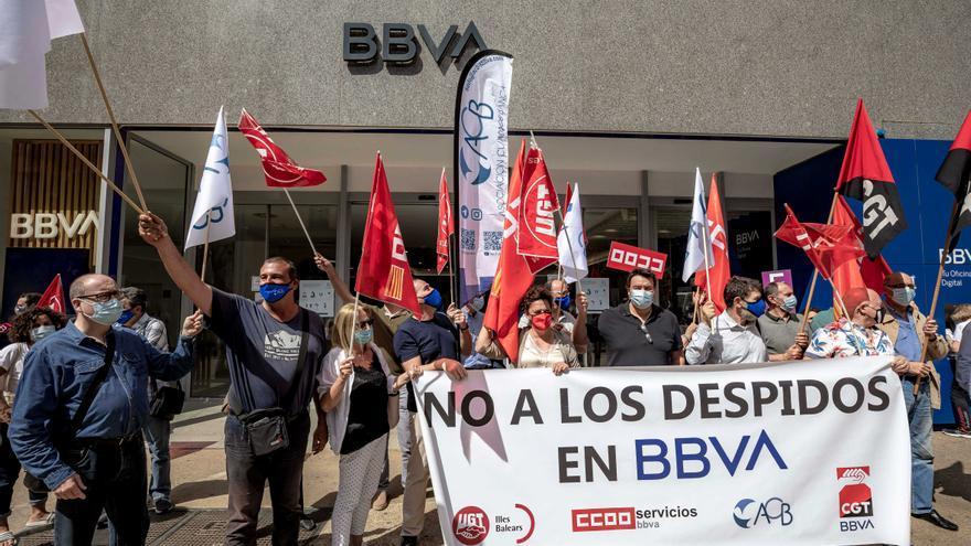 Jornada de protestas en Palma por los despidos de BBVA y CaixaBank