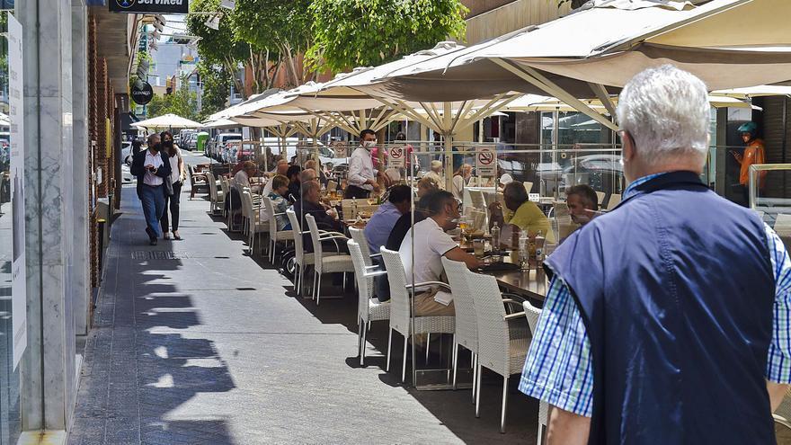 Canarias reduce los brotes de Covid en un 38% pero repunta en fallecimientos