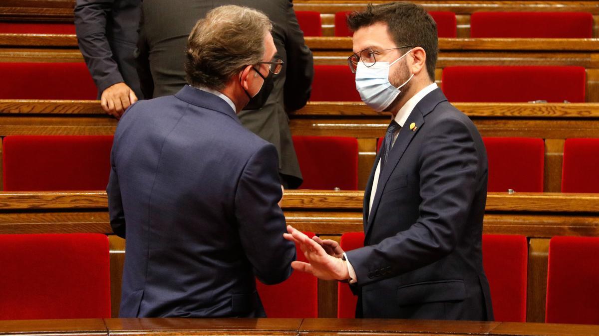 Pla americà del conseller d'Economia i Hisenda, Jaume Giró, i el president Aragonès durant el ple del Parlament del 29 de juliol del 2021. (Horitzontal)