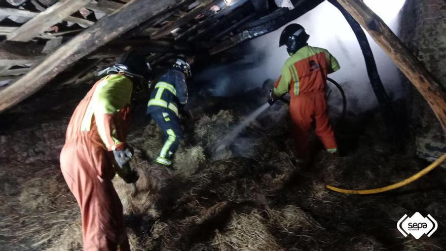 Extinguidos dos incendios urbanos en Carreño y Avilés
