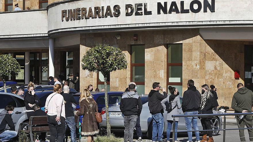 """Llanto en Langreo por el gruista de 39 años fallecido en Armón: """"Era fuerte y jovial"""""""