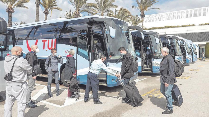 Aerolíneas y turoperadores mantienen sus viajes a Mallorca pese a Merkel y Johnson