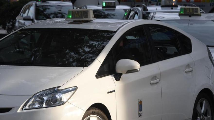 Los taxistas y el sector de los VTC sellan un acuerdo para garantizar la convivencia