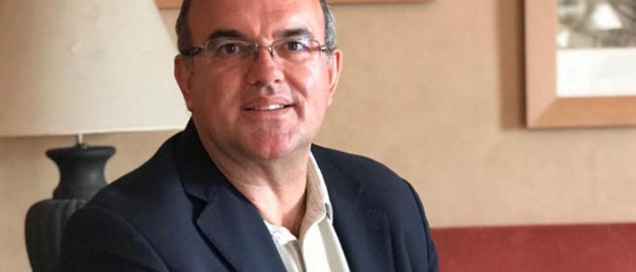 Anselmo Pestana en su despacho, en Santa Cruz de La Palma.