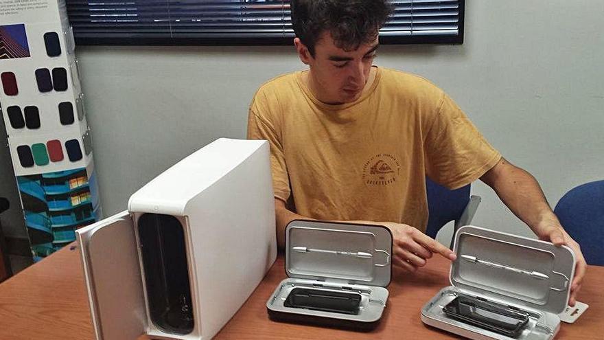 Un jove manresà distribueix al Bages un innovador desinfectant de mòbil