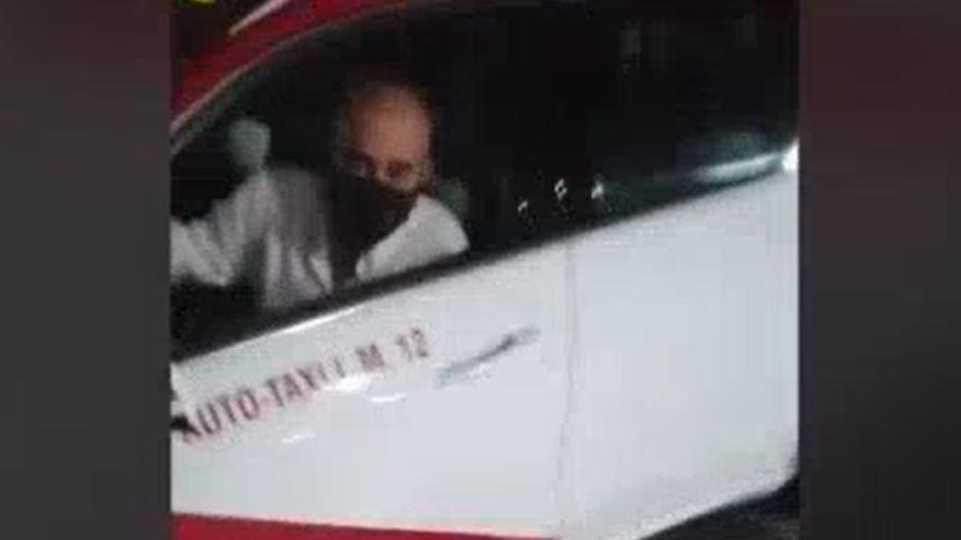Un taxista tira cinco motos aparcadas y da positivo en Sonneland