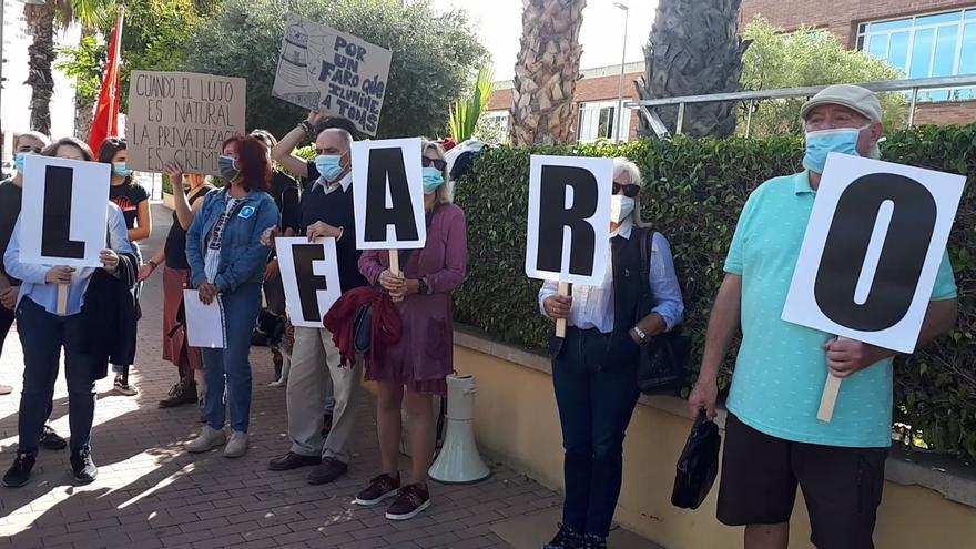 Concentración en contra del proyecto para el uso hostelero del faro del cabo de las Huertas