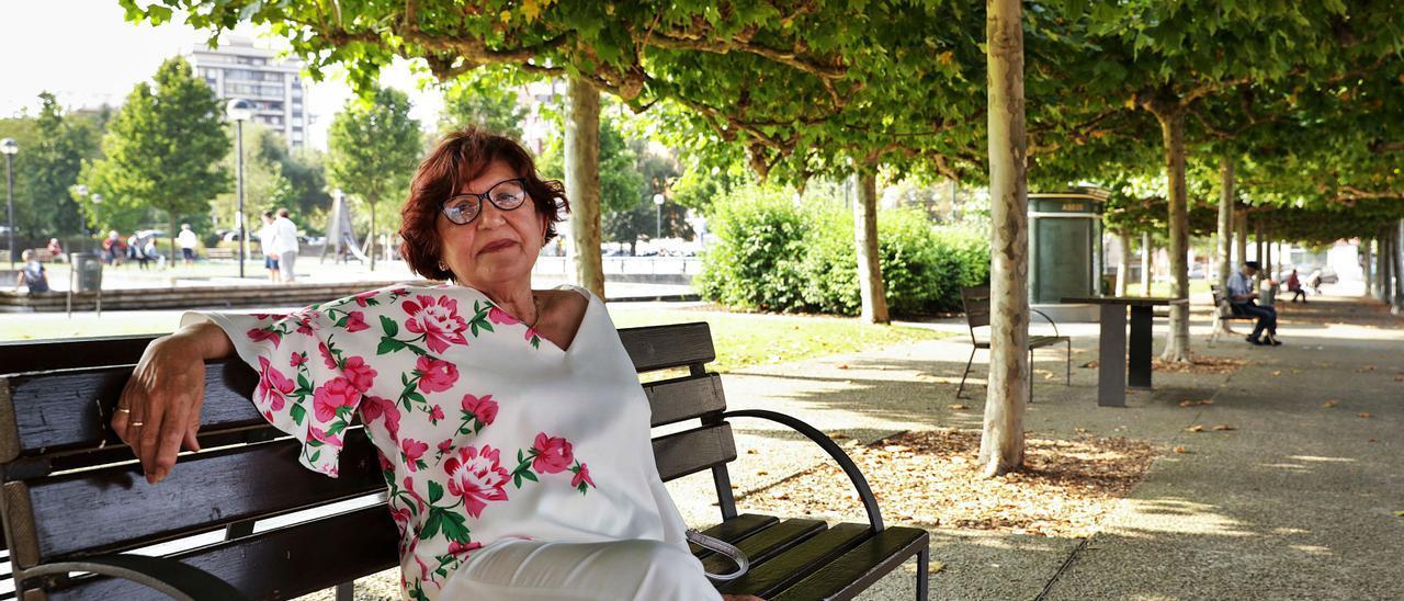 Mari Luz Cristóbal Caunedo, cantante de tonada, en el parque de la Urgisa, Gijón. |