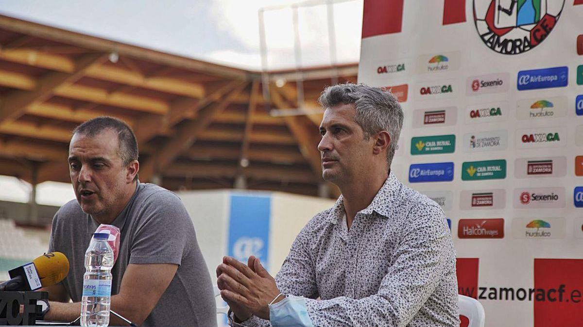 César Villafañe, secretario técnico, y María Hernández, en el acto de presentación celebrado ayer./ JLF