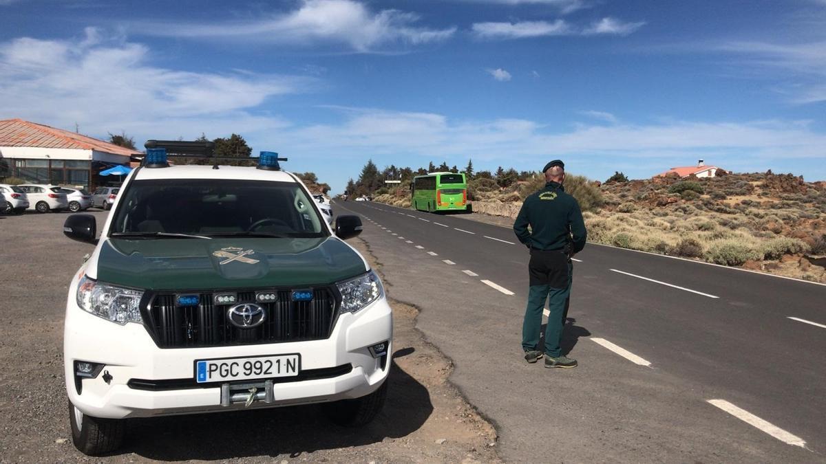 Dispositivo de seguridad de la Guardia Civil en los accesos al Teide.