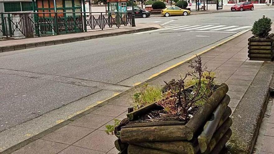 """""""Dejadez"""" en el mobiliario urbano en Aller"""
