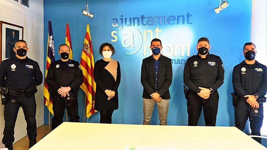 Tres agentes toman posesión como funcionarios de la Policía de Antoni