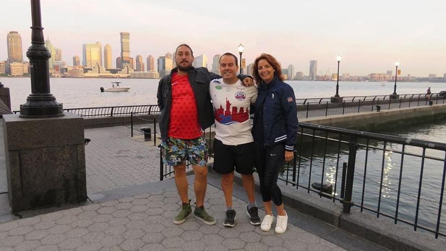 El alicantino Juanjo Caselles conquista Manhattan tras nadar sus 46 kilómetros
