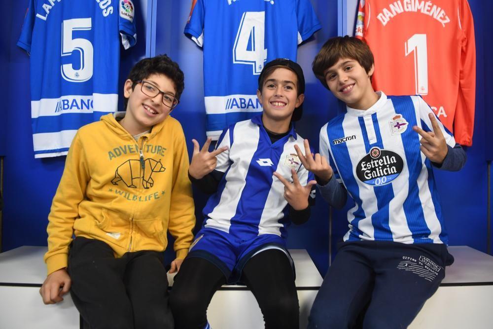 Alumnos del Curros Enríquez, de A Coruña, y el Juana de Vega, de Oleiros, viven la experiencia blanquiazul