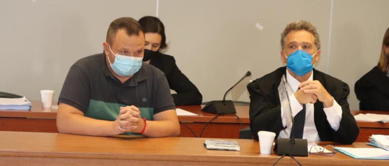El acusado de propinar una paliza a su padre al descubrir que presuntamente abusaba de su hijo. | I.CABANES