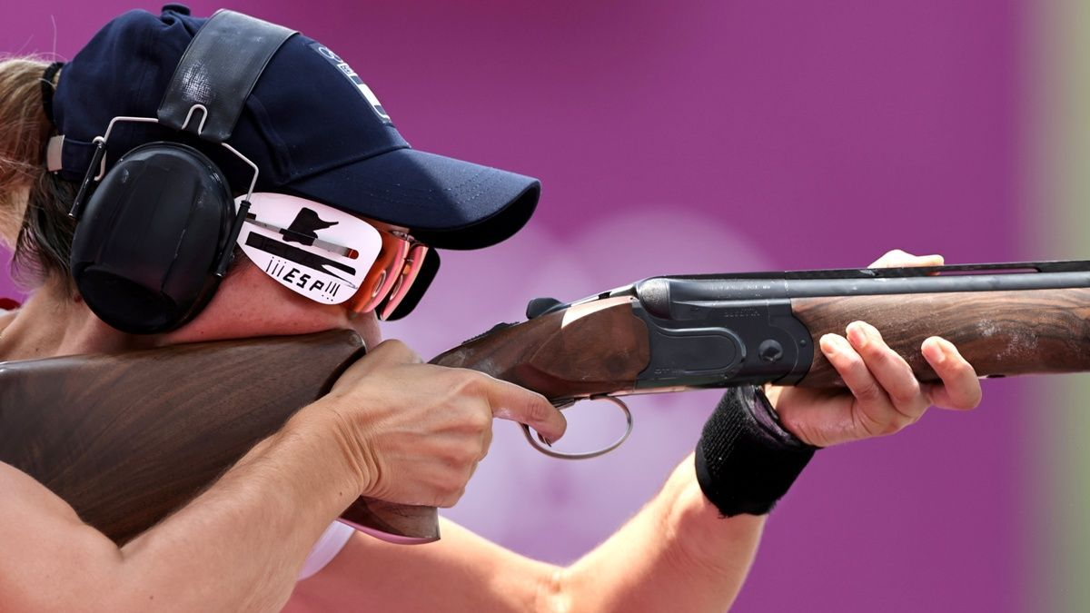 Fátima Gálvez se prepara para realizar un disparo.