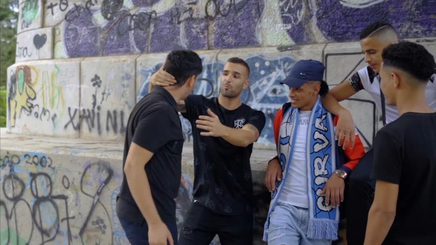 Un joven rapero de Carlet rompe barreras al fusionar el valenciano y el árabe