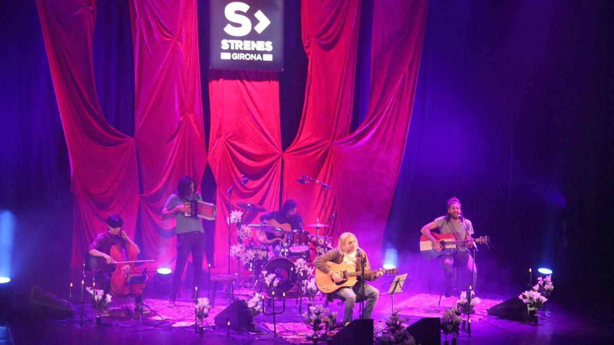 Escenari amb The Buzz Lovers durant el concert d'homenatge a Nirvana aquest dissabte 4 de juliol de 2020 al Festival Strenes