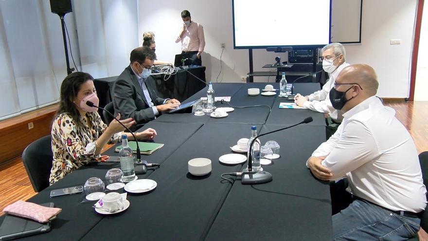 Los hosteleros de Tenerife proponen abrir los interiores a los vacunados