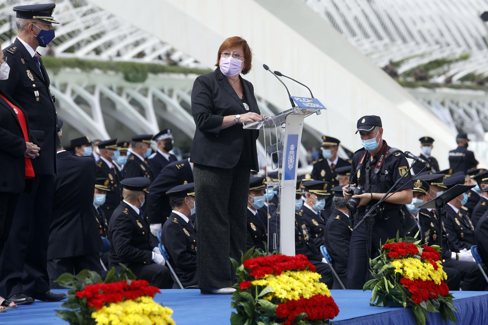 Así ha sido el día de la Policía Nacional en València y la imposición de medallas