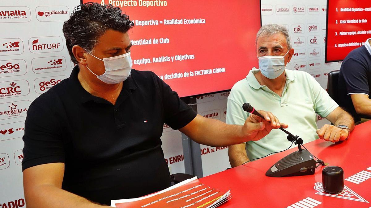 Julio Algar, ya ex director deportivo del Real Murcia, con Francisco Tornel en la presentación del proyecto de esta temporada.