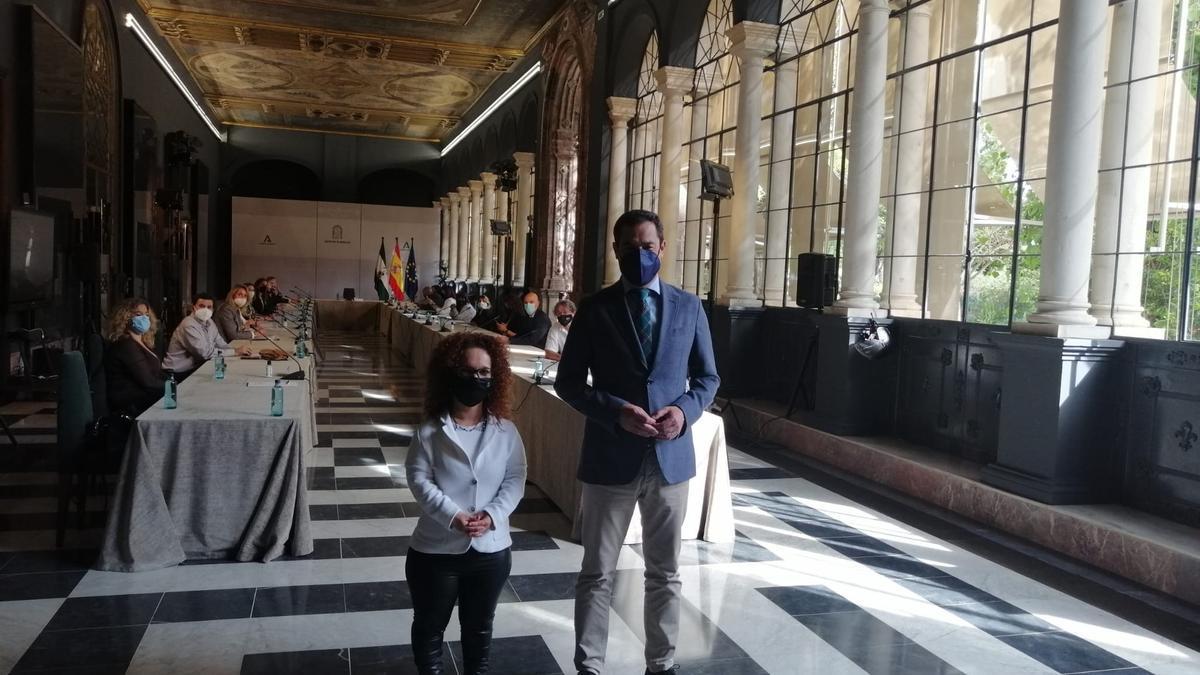 El Comité de Entidades Representantes de Personas con Discapacidad (Cermi) y el presidente de la Junta de Andalucía, Juanma Moreno.