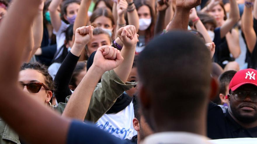 SOS Racisme demana 6 anys de presó i 12 d'inhabilitació pels mossos acusats de l'agressió racista al Bages