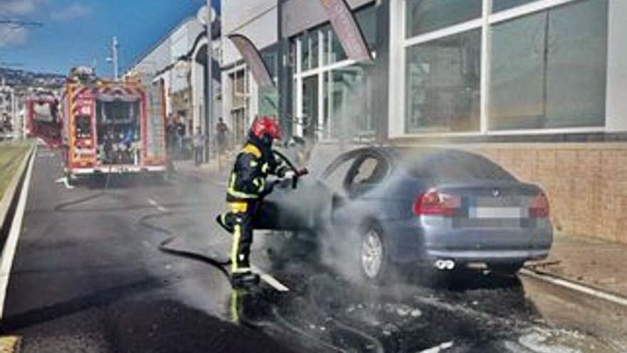 Sofocan un incendio en un coche en Taco